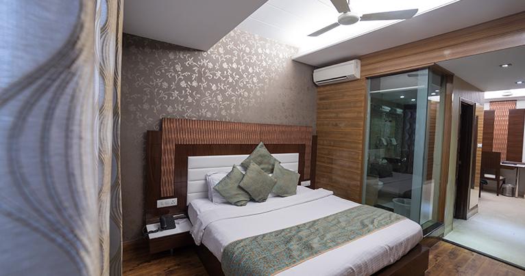 Classic-Suite-Room-2